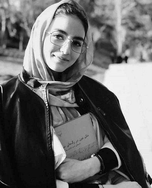 پردیس پورعابدینی بازیگر نقش راضیه در سریال آقازاده