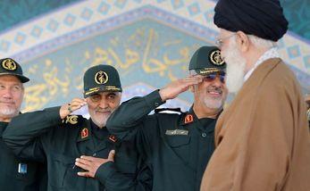 حضور رهبر انقلاب و سردار سلیمانی در بله برون یک عروس + عکس