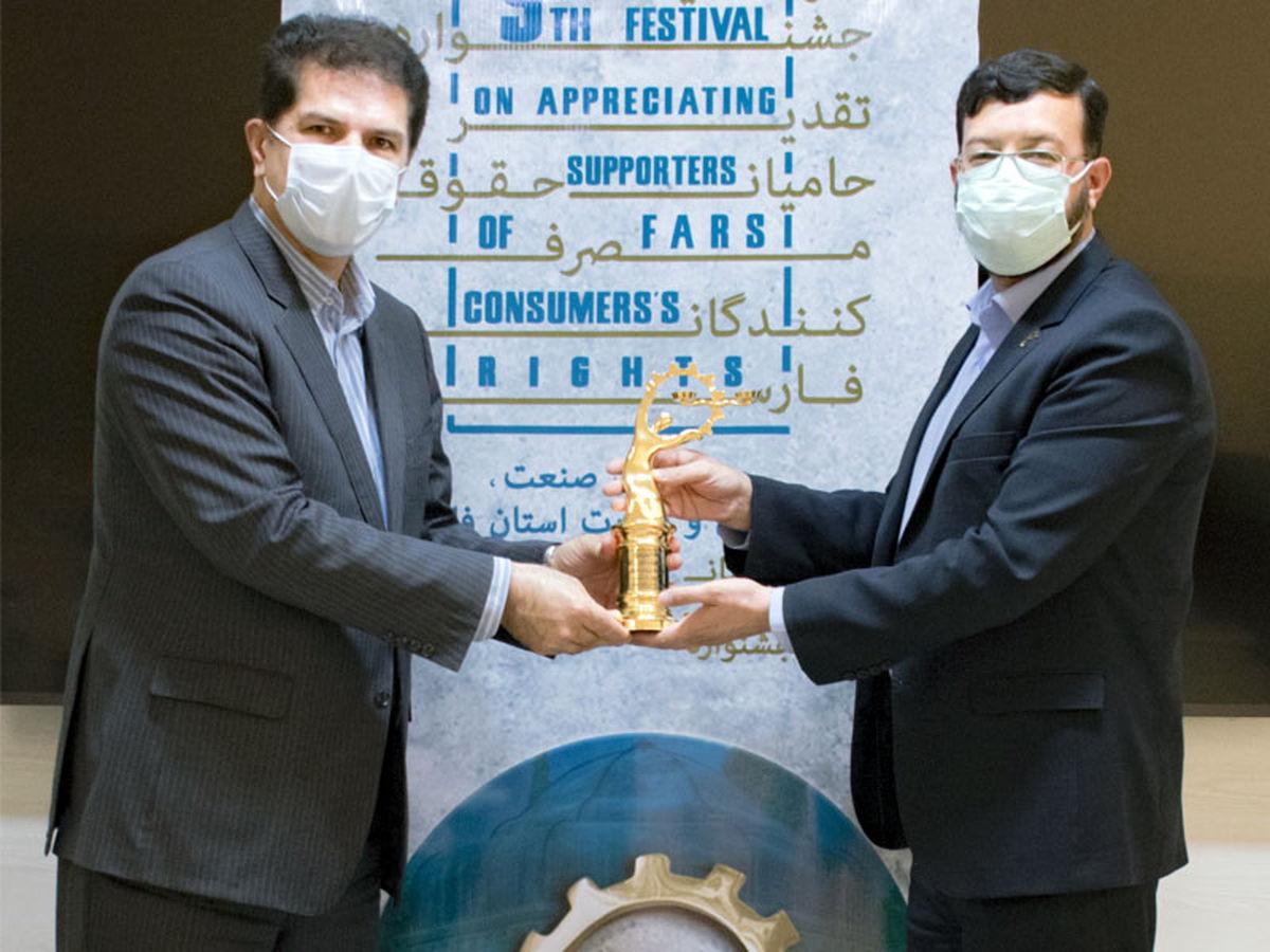 تندیس طلایی و گواهینامه درجه یک رعایت حقوق مصرف کنندگان به سیمان فارس نو رسید
